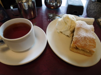Date and Apple Slice with Earl Grey